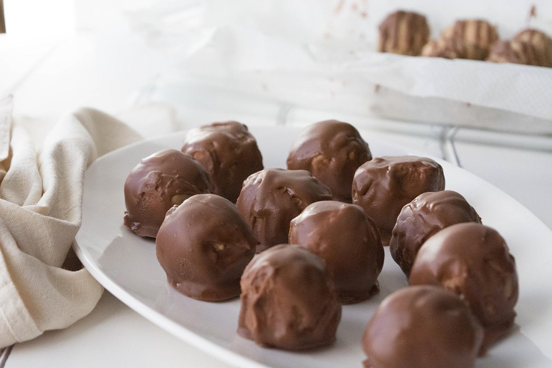 sweet chickpea & chestnut protein balls